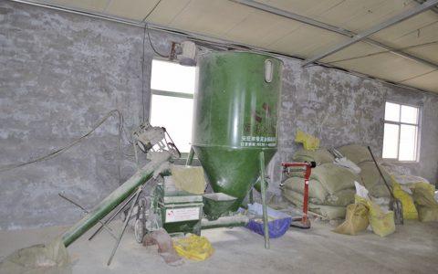 草料加工与喂饲设备-羊场配套设施与养羊设备